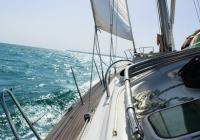 Umgang mit Seekrankheit beim Segelurlaub
