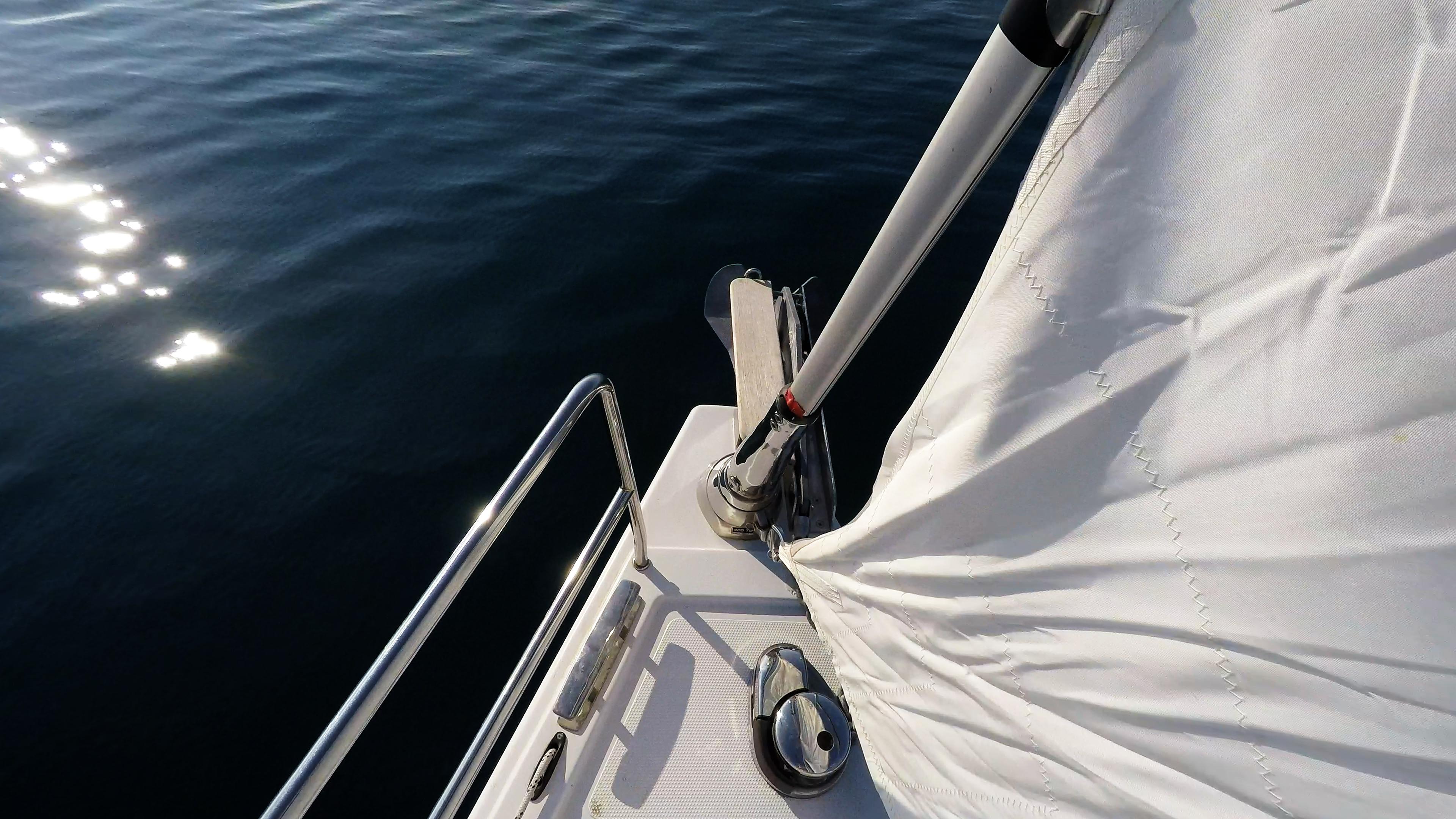 Segelyacht elektrische AnkerWinde Segelboot Segel Rollgenua Bug Meer Sonne
