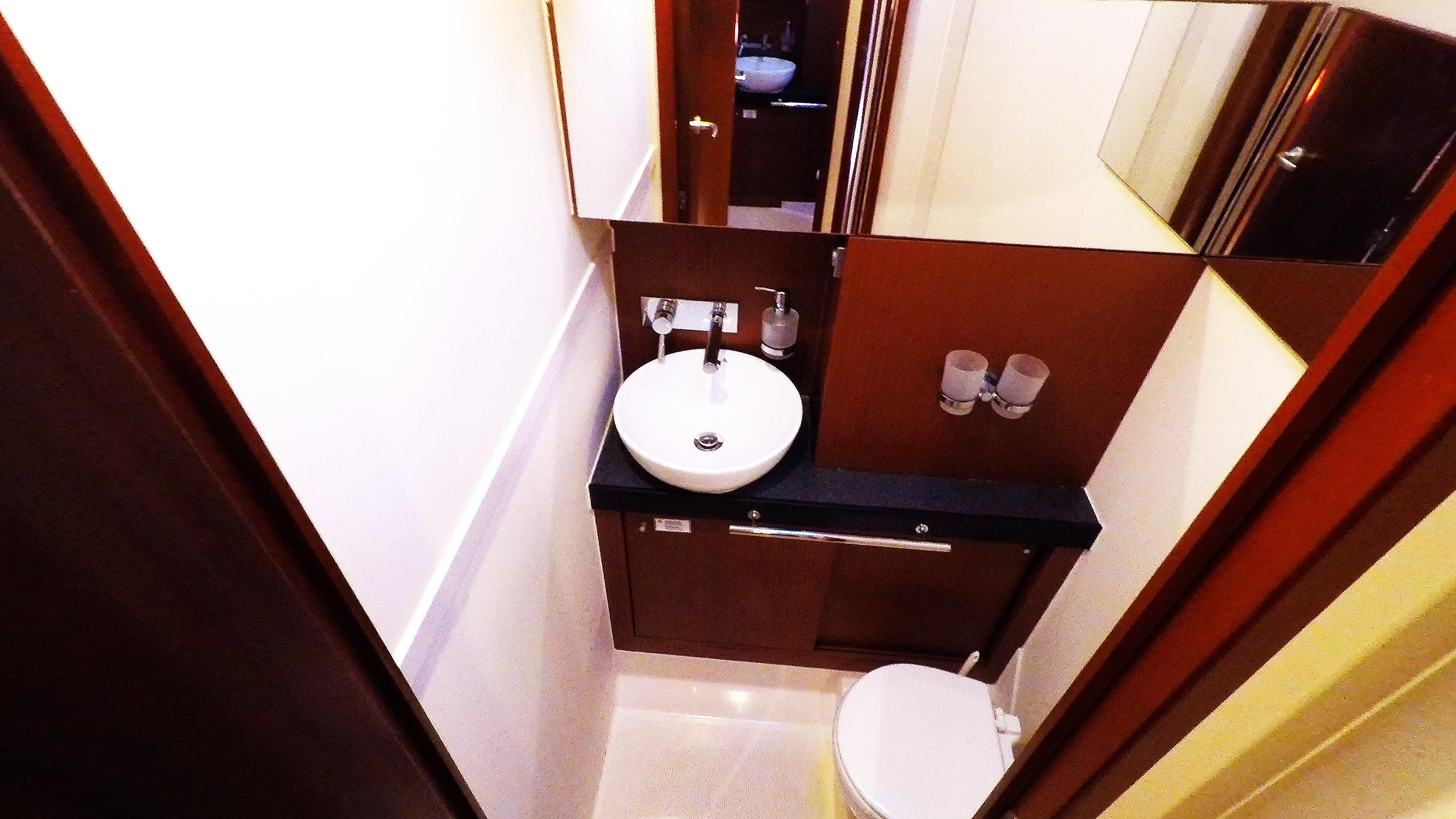 Segelyacht vordere linke Toilette Toilette Segelboot Hanse 505