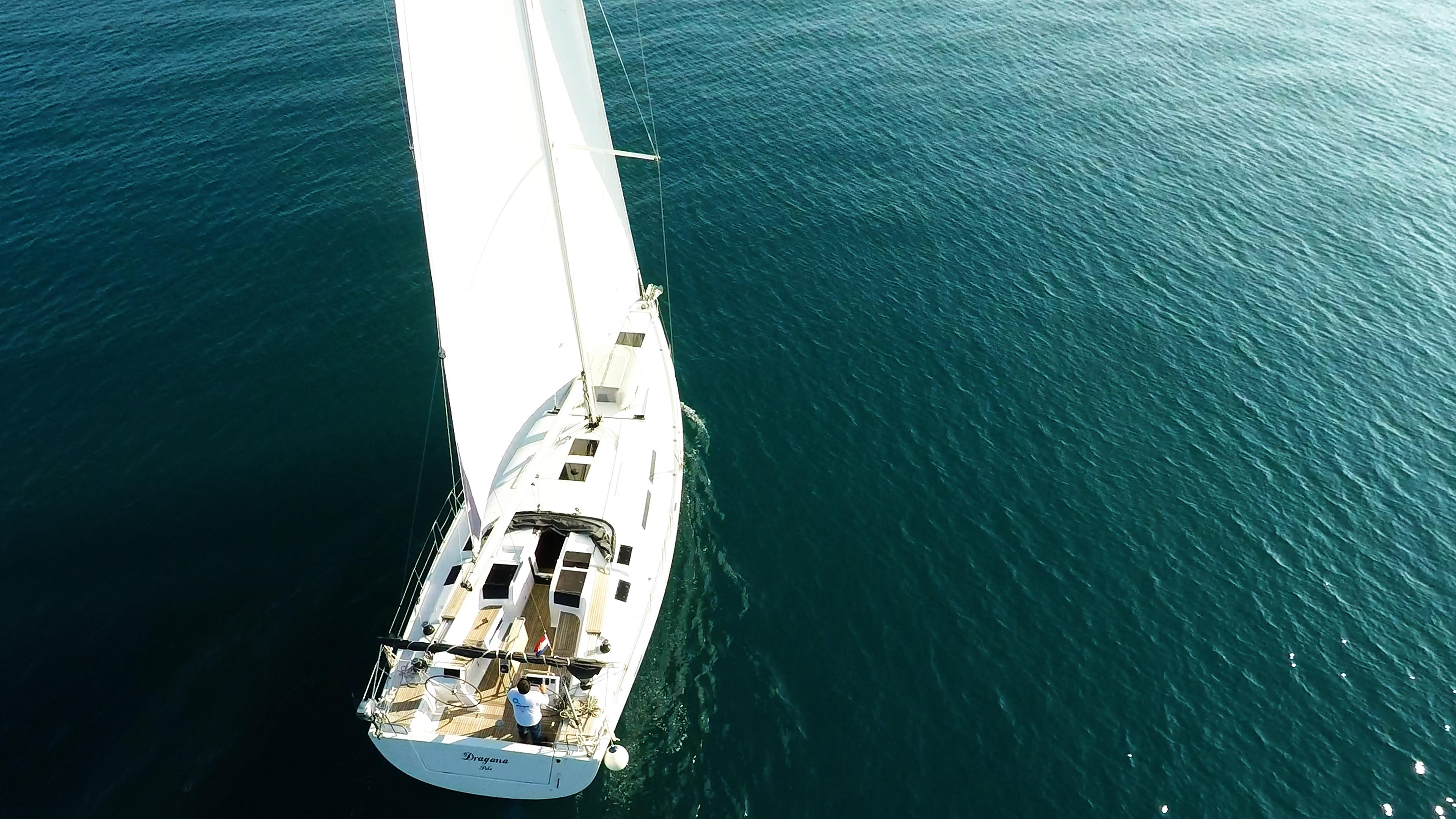 Segelyacht Hanse 505 Segelboot Deck von oben